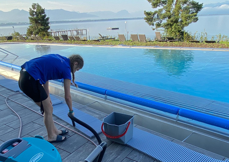 Reinigung der Poolgitter