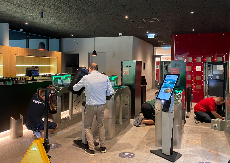 Umbau check- in und check-out: Einer der größten Kritikpunkte war das Kassensystem am Eingang. Wir bauen das um. Die Schlüsselautomaten kommen direkt an den Eingang, so gibt es keine Stau mehr, zudem werden neue Scanner installiert, dass Gutscheine und online tickets besser gelesen werden können.
